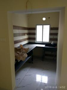 Gallery Cover Image of 980 Sq.ft 2 BHK Apartment for rent in Lake Town for 16000