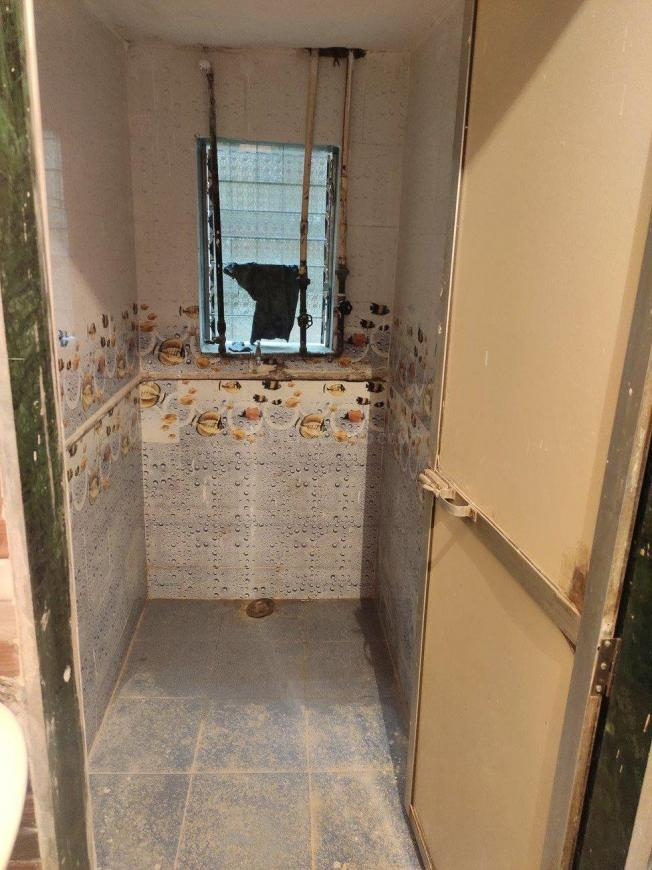 Common Bathroom Image of 350 Sq.ft 1 RK Apartment for rent in Bhayandar East for 7000