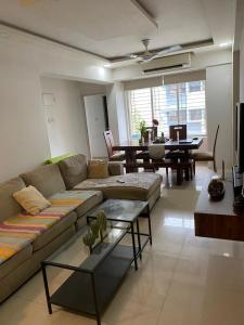 Gallery Cover Image of 1180 Sq.ft 2 BHK Apartment for buy in Akashdeep CHS, Mulund East for 17430000