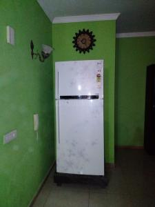 Gallery Cover Image of 2400 Sq.ft 3 BHK Apartment for rent in Unitech Uniworld City South, Sector 30 for 65000