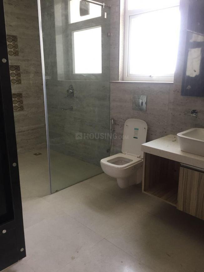 Common Bathroom Image of 6500 Sq.ft 5 BHK Villa for rent in Sector 66 for 140000