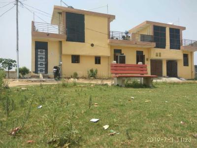 Gallery Cover Image of 550 Sq.ft 1 BHK Independent House for buy in Noida Extension for 1150000