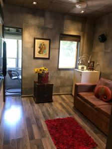 Gallery Cover Image of 820 Sq.ft 2 BHK Apartment for buy in Bandra West for 40000000