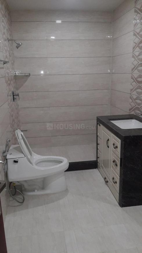 Common Bathroom Image of 6500 Sq.ft 4 BHK Independent House for rent in Thaltej for 130000