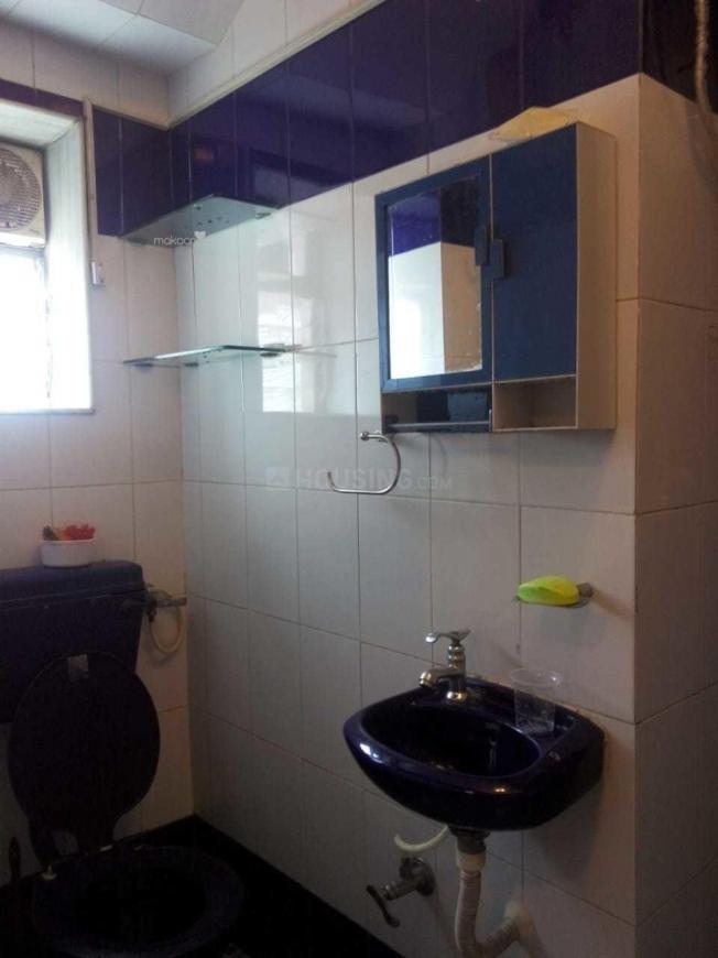 Bathroom Image of 650 Sq.ft 1 BHK Apartment for rent in Khar West for 55000