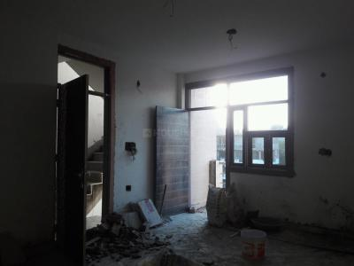 Gallery Cover Image of 900 Sq.ft 3 BHK Apartment for buy in Raju Parak Extension for 3700000