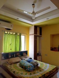 Gallery Cover Image of 1080 Sq.ft 3 BHK Apartment for buy in Lake Town for 5000000