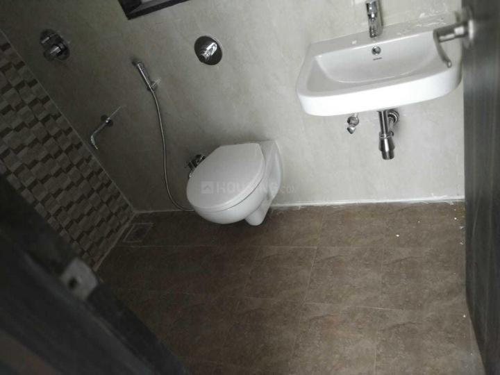 Common Bathroom Image of 675 Sq.ft 1 BHK Apartment for rent in Dahisar East for 19000