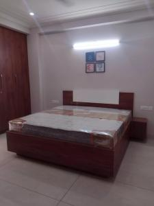 Gallery Cover Image of 800 Sq.ft 1 BHK Independent Floor for rent in HUDA Plot Sector 43, Sushant Lok I for 25000