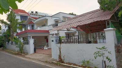 Gallery Cover Image of 6000 Sq.ft 4 BHK Independent House for rent in Neelankarai for 100000