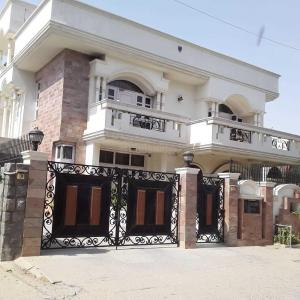 Gallery Cover Image of 7000 Sq.ft 5 BHK Villa for buy in Palam Vihar for 45000000