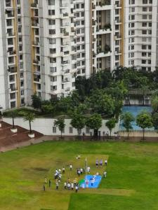 Gallery Cover Image of 1067 Sq.ft 2 BHK Apartment for buy in Lodha Luxuria, Thane West for 15500000
