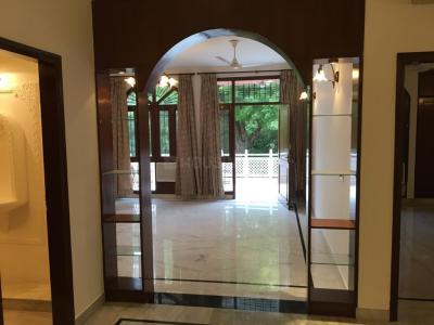Gallery Cover Image of 3000 Sq.ft 3 BHK Independent Floor for rent in Jor Bagh for 200000