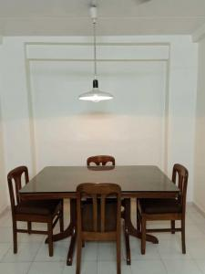 Gallery Cover Image of 700 Sq.ft 1 BHK Apartment for rent in Bandra West for 55000
