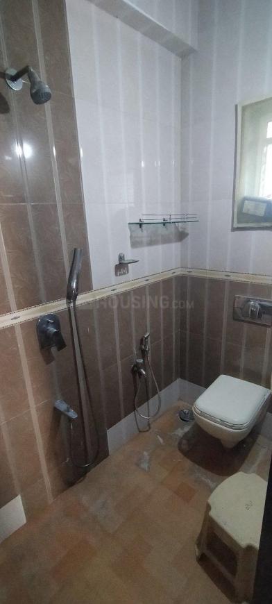 Common Bathroom Image of 1000 Sq.ft 2 BHK Apartment for rent in Kopar Khairane for 24000