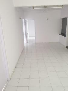 Gallery Cover Image of 1665 Sq.ft 3 BHK Independent Floor for buy in Satellite for 8500000
