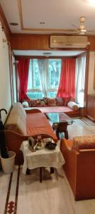 Gallery Cover Image of 600 Sq.ft 1 BHK Apartment for rent in Ravi Darshan, Bandra West for 48000
