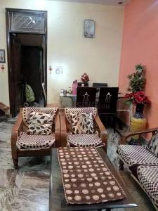 Gallery Cover Image of 1150 Sq.ft 3 BHK Independent Floor for buy in Vasundhara for 6400000