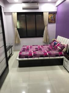 Gallery Cover Image of 570 Sq.ft 2 BHK Apartment for buy in Bandra West for 23000000