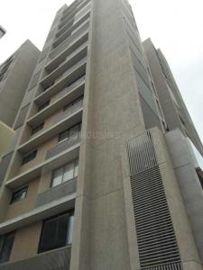 Gallery Cover Image of 2000 Sq.ft 3 BHK Apartment for rent in Prahlad Nagar for 42000