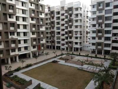 Gallery Cover Image of 1000 Sq.ft 2 BHK Apartment for rent in Chanchal Saransh Earth, Vishala for 12000