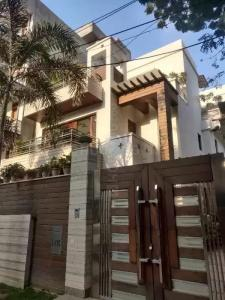 Gallery Cover Image of 3000 Sq.ft 7 BHK Independent House for buy in DLF Phase 2, DLF Phase 2 for 65000000