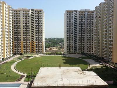 Gallery Cover Image of 1250 Sq.ft 2 BHK Apartment for rent in Zeta I Greater Noida for 12500