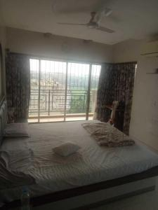 Gallery Cover Image of 2150 Sq.ft 3 BHK Independent Floor for buy in Juhu for 62500000