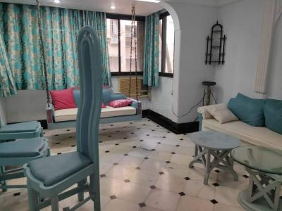 Gallery Cover Image of 756 Sq.ft 1 BHK Apartment for rent in Santacruz West for 60000