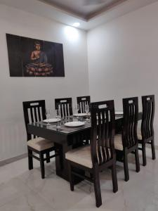 Gallery Cover Image of 1450 Sq.ft 3 BHK Independent Floor for buy in Dhakoli for 3690000