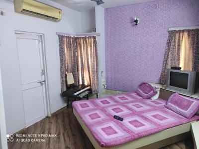 Gallery Cover Image of 2700 Sq.ft 3 BHK Apartment for rent in Ahmedabad Cantonment for 26500