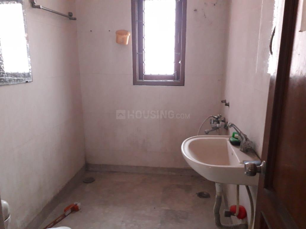 Common Bathroom Image of 600 Sq.ft 1 BHK Independent House for rent in Chhattarpur for 12000