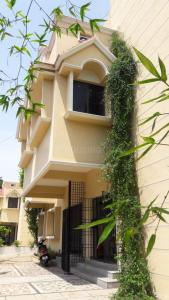 Gallery Cover Image of 4500 Sq.ft 4 BHK Independent Floor for rent in Palavakkam for 55000