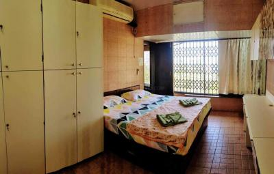 Gallery Cover Image of 1500 Sq.ft 4 BHK Apartment for rent in Vile Parle West for 125000