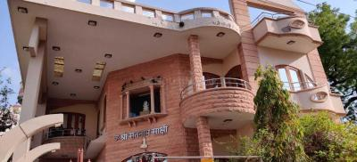 Gallery Cover Image of 2800 Sq.ft 6 BHK Independent House for rent in Khema-Ka-Kuwa for 40000