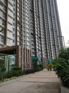 Gallery Cover Image of 1260 Sq.ft 2 BHK Apartment for rent in Runwal Forest Tower 5 To 8, Kanjurmarg West for 39000