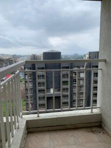 Gallery Cover Image of 680 Sq.ft 1 BHK Apartment for buy in Mantra Insignia, Mundhwa for 3900000