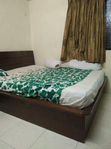 Gallery Cover Image of 400 Sq.ft 1 BHK Apartment for rent in Malad West for 21000