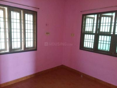 Gallery Cover Image of 800 Sq.ft 1 BHK Apartment for rent in Selaiyur for 350000