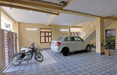 Parking Area Image of Saral Home Stay in Sector 45