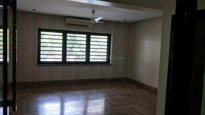 Gallery Cover Image of 6500 Sq.ft 6 BHK Apartment for rent in Ballygunge for 400000