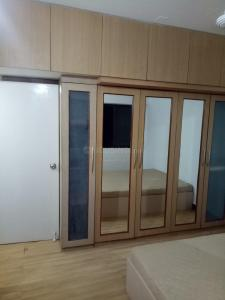 Gallery Cover Image of 2200 Sq.ft 3 BHK Apartment for rent in Andheri West for 70000