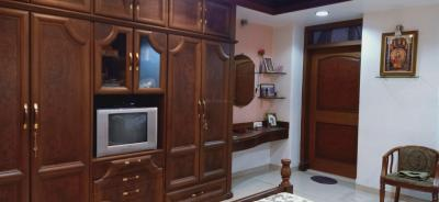 Gallery Cover Image of 1500 Sq.ft 2 BHK Apartment for rent in Parel for 70000