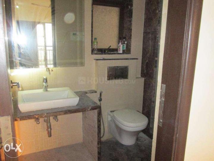 पवई में योगेश बाबर के बाथरूम की तस्वीर