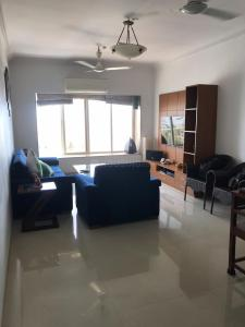 Gallery Cover Image of 800 Sq.ft 2 BHK Apartment for rent in Bandra West for 125000