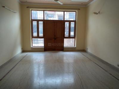 Gallery Cover Image of 2100 Sq.ft 3 BHK Independent Floor for rent in Sector 52 for 24000