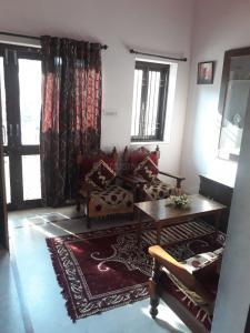 Living Room Image of 2400 Sq.ft 5 BHK Independent House for buy in Khema-Ka-Kuwa for 11000000