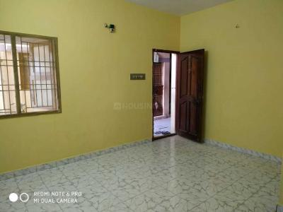 Gallery Cover Image of 800 Sq.ft 2 BHK Apartment for rent in Puzhuthivakkam Project, Madipakkam for 12000