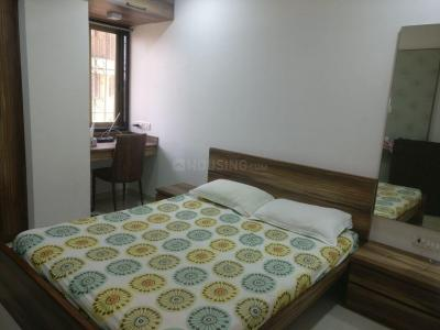 Gallery Cover Image of 1200 Sq.ft 3 BHK Apartment for rent in Bandra West for 185000