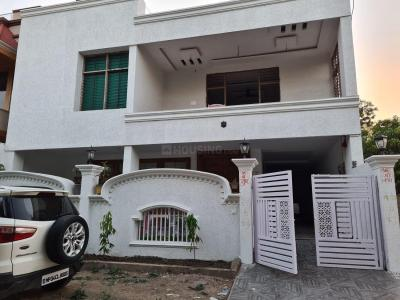 Gallery Cover Image of 6000 Sq.ft 5 BHK Independent House for buy in Kolar Road for 15500000